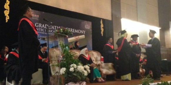 INTEC's first batch of accounting graduates