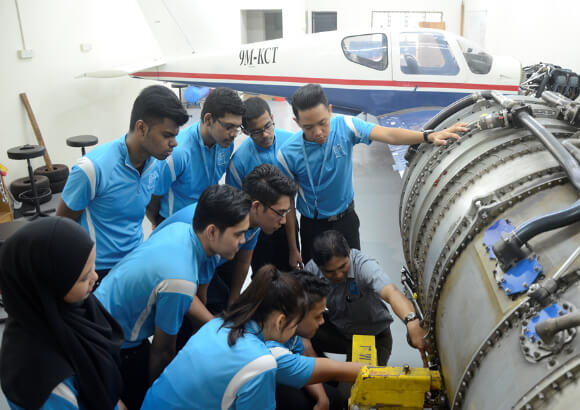 Five Steps to Become a Licensed Aircraft Maintenance Engineer in Malaysia