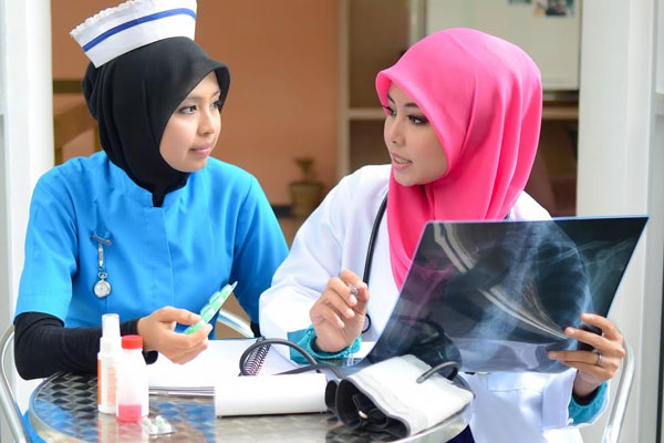 The best Pre-U options for studying medicine in Malaysia malaysian young doctors and nurses