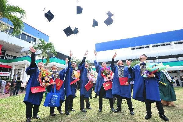 _IUKL graduates celebrate