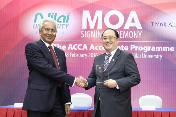 rsz_nilai_u_vc_&_acca_country_head_at_moa_signing_ceremony_18_feb_2018
