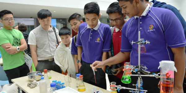 Ahmed Arief Yusof, Form 5 student of SM Teknik Kuala Lumpur getting his hands dirty during the pharmaceutical chemistry demonstration at the IMU Science Discovery Challenge: Chemistry Fiesta.