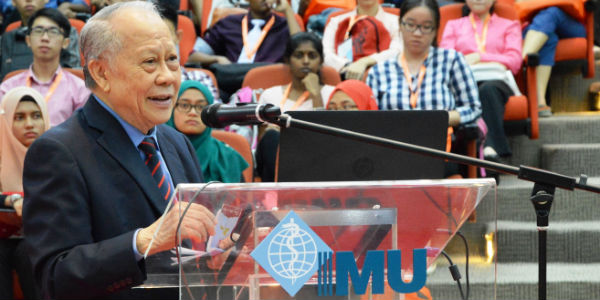 Emeritus Professor Tan Sri Datuk Dr. Augustine S.H. Ong, President of Malaysian Oil Scientists' & Technologists' Association (MOSTA) spoke about his lifetime achievement as a scientist and the importance of chemistry in our daily lives during the 'Future Direction of Chemistry in Malaysia' forum.
